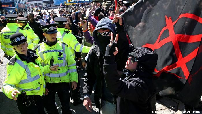 В Англии задержаны шесть неонацистов по подозрению в терроризме