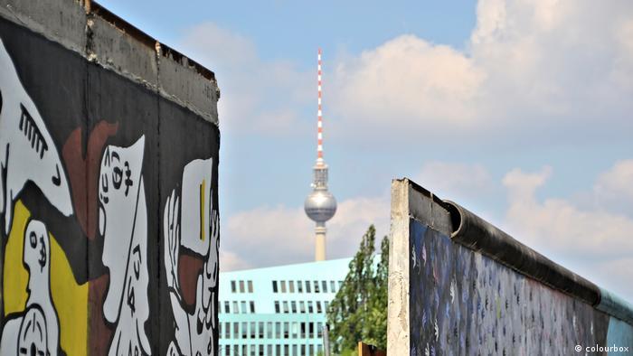 """""""Não construa o muro"""", diz prefeito de Berlim a Trump"""