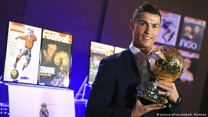 Cristiano Ronaldo Ballon d'Or 2016 (picture-alliance/dpa/A. Martinez)