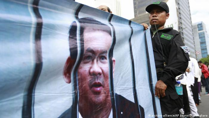 Indonesien Blasphemie Prozess Basuki Tjahaja Purnama Protest (picture-alliance/AP Photo/D. Alangkara)