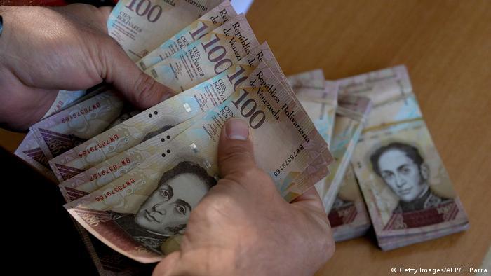 Venezuela Bolivar Geldscheine (Getty Images/AFP/F. Parra)