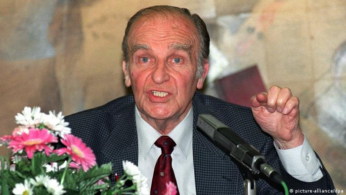 Alija Izetbegović (1925-2003), osnivač Stranke demokratske akcije