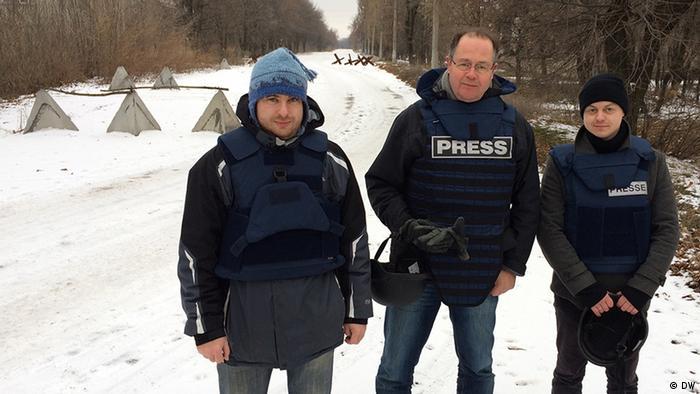 Ukraine DW Team in der Ostukraine