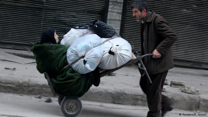 Syrien Leiden der Zivilbevölkerung in Aleppo (Reuters/A. Ismail)