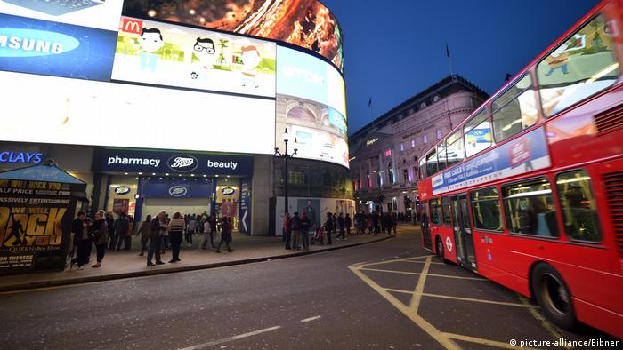 England London Picadilly Circus roter Doppeldeckerbus (picture-alliance/Eibner)