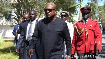Gambia Streit um das Ergebnis der Präsidentenwahl (Getty Images/AFP/Seyllou)