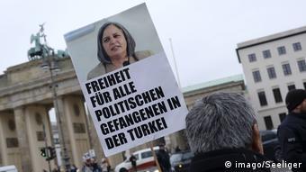 Deutschland Anhänger und Sympathisanten der kurdischen Partei HDP demonstrieren am Tag der Menschenrechte in Ber