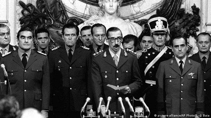 Argentinien Diktator Jorge Rafael Videla, 1976 (picture-alliance/AP Photo/E. di Baia)