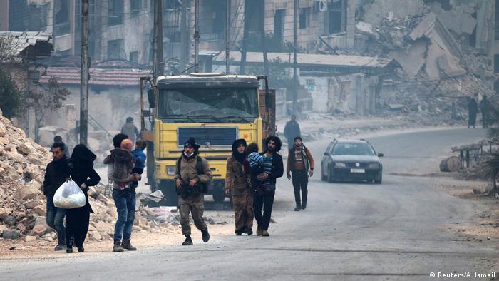 Syrien Krieg - Szene aus Aleppo, Rebellen & Zivilisten (Reuters/A. Ismail)
