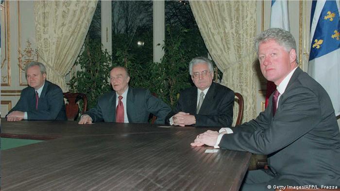 Milošević, Izetbegović, Tuđman i Clinton uoči potpisivanja Dejtonskog mirovnog sporazuma za Bosnu i Hercegovinu u Parizu 14. prosinca 1995. (Getty Images/AFP/L. Frazza)