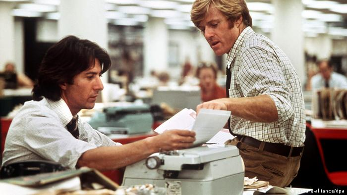 Still from 'All the President's Men' starring Dustin Hoffman and Robert Redford (picture-alliance/dpa)