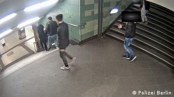 Imagini surprinse de camerele de luat vederi în metroul din Berlin