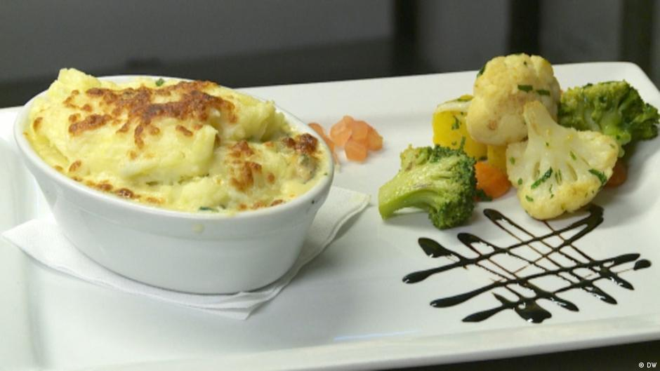 The Olde Castle Bar & Restaurant Seafood and Shellfish Pie | Fish and Seafood | DW | 15.12.2016