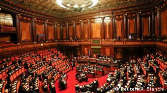 Μέχρι την ιταλική βουλή έφτασαν οι κατηγορίες κατά των εθελοντών.
