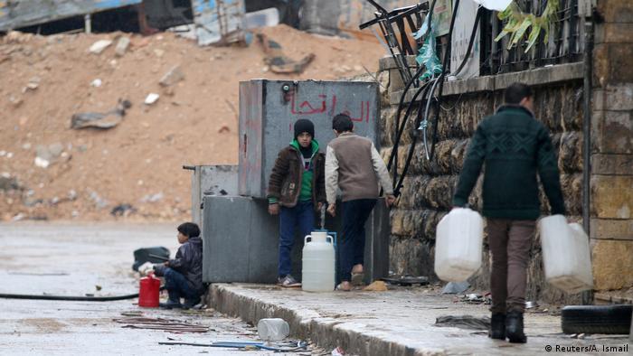 Syrien Krieg - Zivilisten in Aleppo, Trinkwasser (Reuters/A. Ismail)