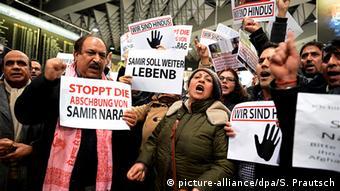 Акция протеста против депортации мигрантов в аэропорту Франфурта-на-Майне