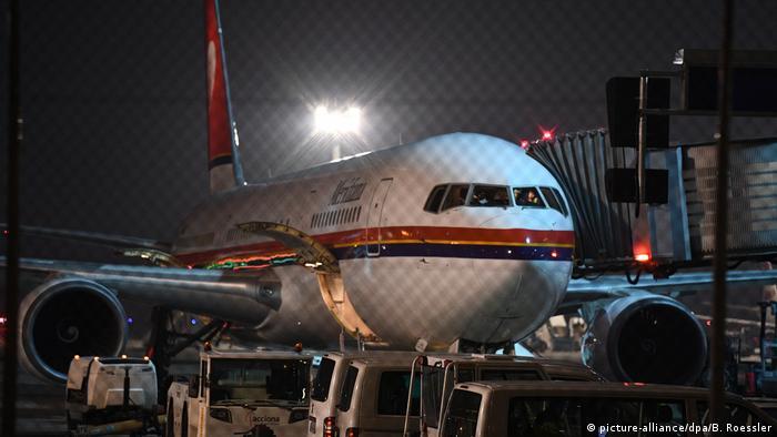 Самолет, на котором депортировали беженцев в Афганистан