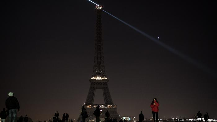 Frankreich Eiffelturm (Getty Images/AFP/P. Lopez)