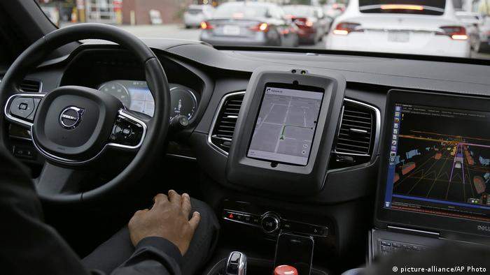 USA | Test des selbsfahrenden Uber-Mobils in San Francisco (picture-alliance/AP Photo)