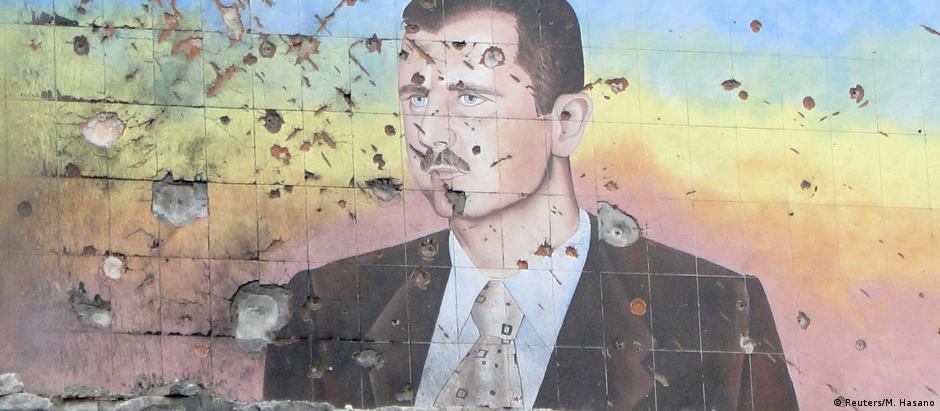 Nos muros da academia de polícia de Aleppo, imagem de Assad repleta de marcas de bala