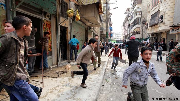 Syrien Bürgerkrieg Aleppo Luftangriffe (Reuters/M. Salman)