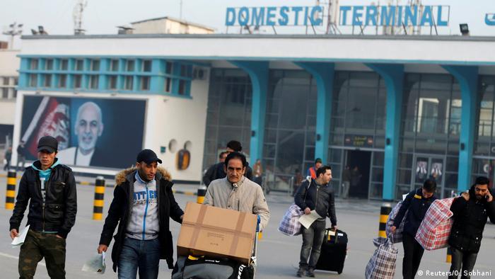 Afghanistan Rückkehr abgelehnter Asylbewerber aus Deutschland (Reuters/O. Sobhani)