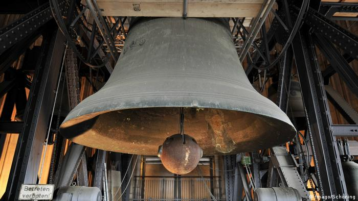 Swinging Church Bells : Cologne cathedral′s biggest bell to be silent for