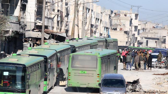 تعليق عمليات الإجلاء من حلب مع سماع دوي انفجارات