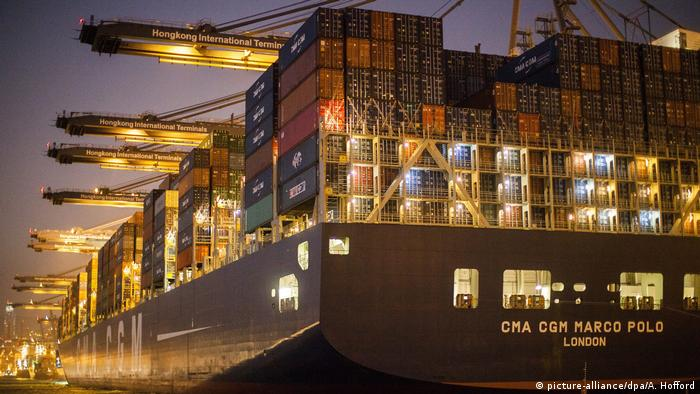 China Containerschiff CMA CGM Marco Polo in Hong Kong