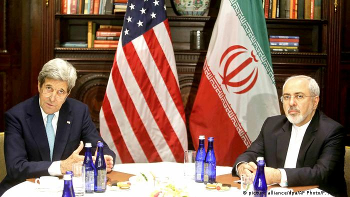 USA Außenminister John Kerry USA und Javad Zarif Iran (picture alliance/dpa/AP Photo/F. Franklin)