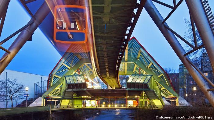 Deutschland Wuppertaler Schwebebahn (picture-alliance/blickwinkel/S. Ziese)