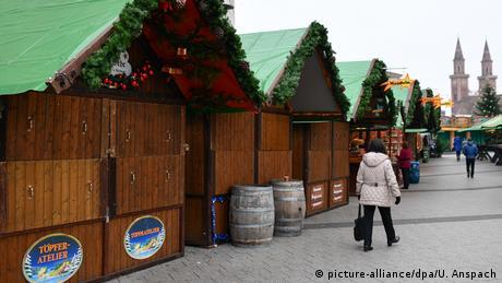 Deutschland Ludwigshafen Weihnachtsmarkt (picture-alliance/dpa/U. Anspach)