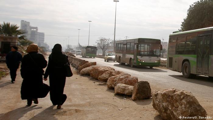 """تركيا والمعارضة السورية تؤكدان أن إخلاء شرق حلب """"لم ينته"""""""