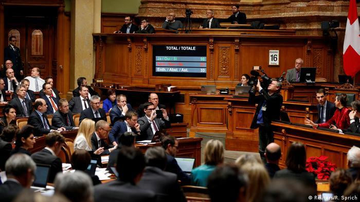 Schweiz verabschiedet Gesetz zur Einwanderungsinitiative