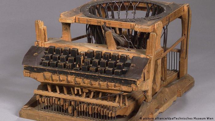 Ein Wunderwerk aus Holz: Die erste fast moderne Schreibmaschine (picture alliance/dpa/Technisches Museum Wien)