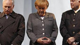 Merkel, center, with Bavaria's Premier Beckstein, right, and CSU leader Huber