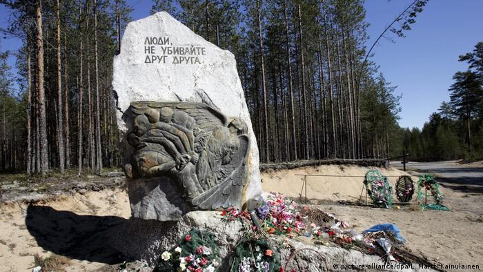 Russland Mahnmal für Opfer der Stalin-Ära in Karelien