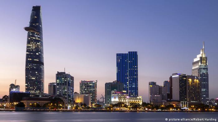 Vietnam Skyline von Ho Chi Minh Stadt (picture-alliance/Robert Harding)