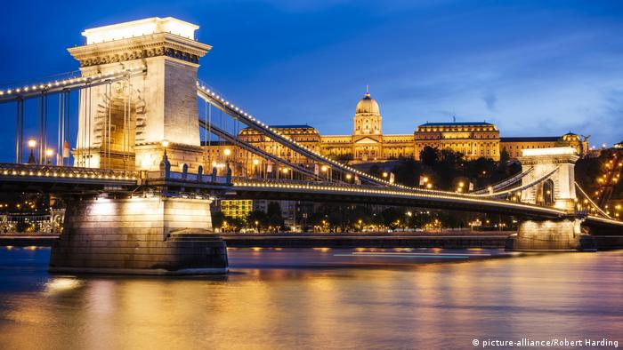 Ungarn Budapest Danube Fluss (picture-alliance/Robert Harding)