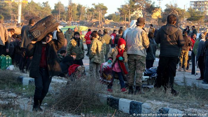 Syrien Krieg - Zerstörung & Evakuierungen in Aleppo (picture-alliance/Anadolu Agency/A. Hasan Ubeyd)