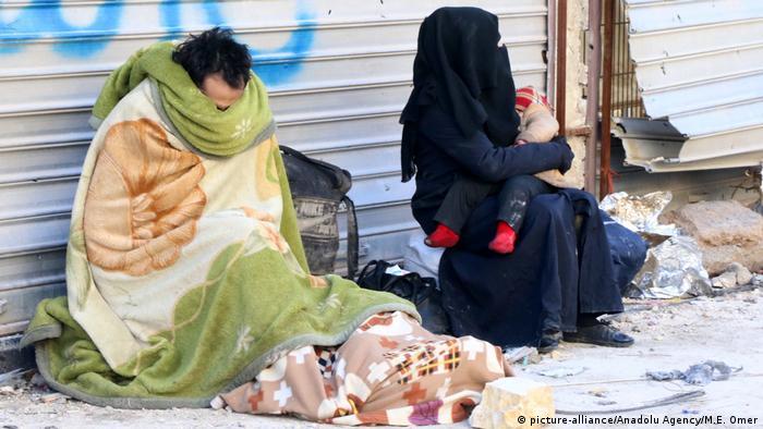 Syrien Krieg - Zerstörung & Evakuierungen in Aleppo (picture-alliance/Anadolu Agency/M.E. Omer)
