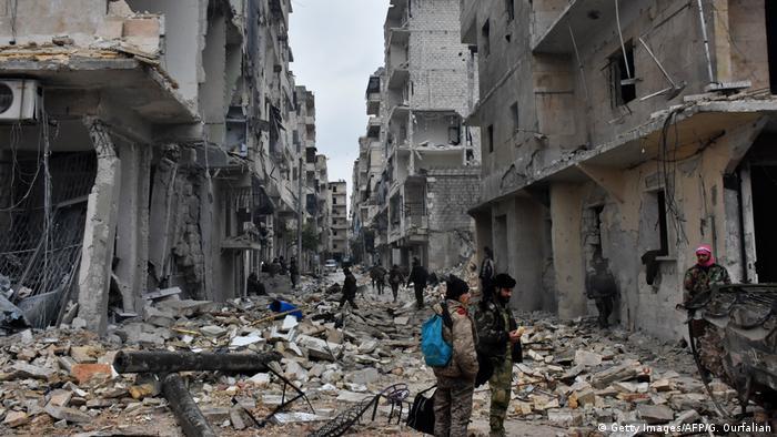 Syrien Krieg - Zerstörung & Evakuierungen in Aleppo (Getty Images/AFP/G. Ourfalian)