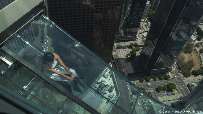 Bildergalerie | Attraktionen auf Wolkenkratzern | Sky Slide U.S. Bank Tower (Getty Images/AFP/D. McNew)