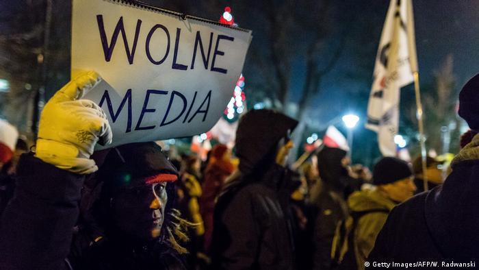 Polen | Protest vor dem polischen Parlament gegen die Einschränkung der Pressefreiheit