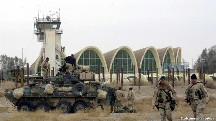 US Soldaten am Flughafen in Kandahar (picture-alliance/dpa)