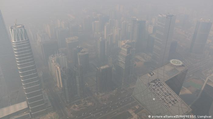 China Smog in Beijing (picture-alliance/ZUMAPRESS/J. Liangkuai)