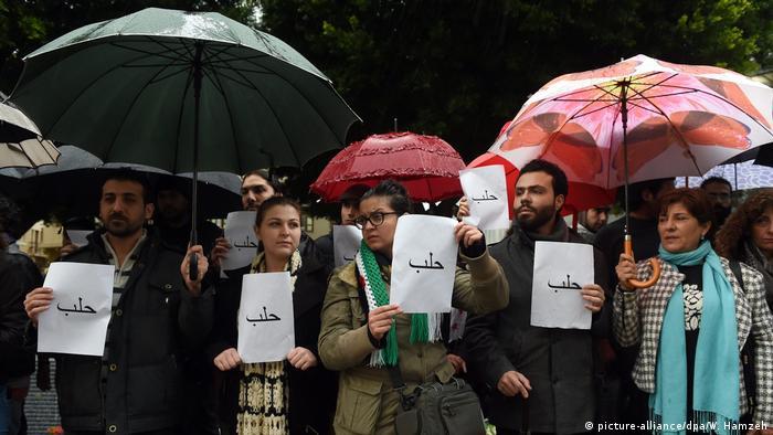 Libanon Proteste Solidarität Syrien Aleppo (picture-alliance/dpa/W. Hamzeh)