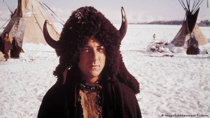 Film still 'Little Big Man' with Dustin Hoffman wearing a buffalo hat (Imago/Entertainment Pictures)