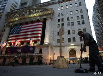 amerikanische Flagge an der New Yorker Börse (AP Photo/Mark Lennihan)