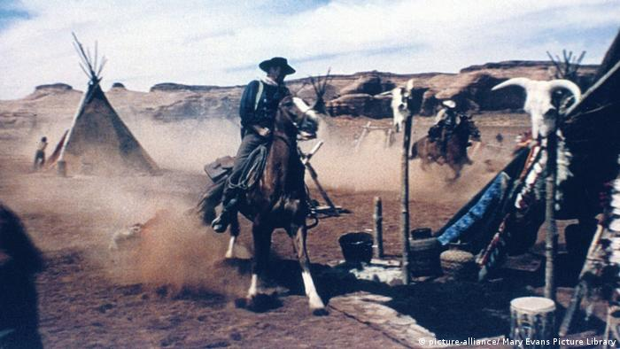 Film still Western The Searchers (picture-alliance/ Mary Evans Picture Library)